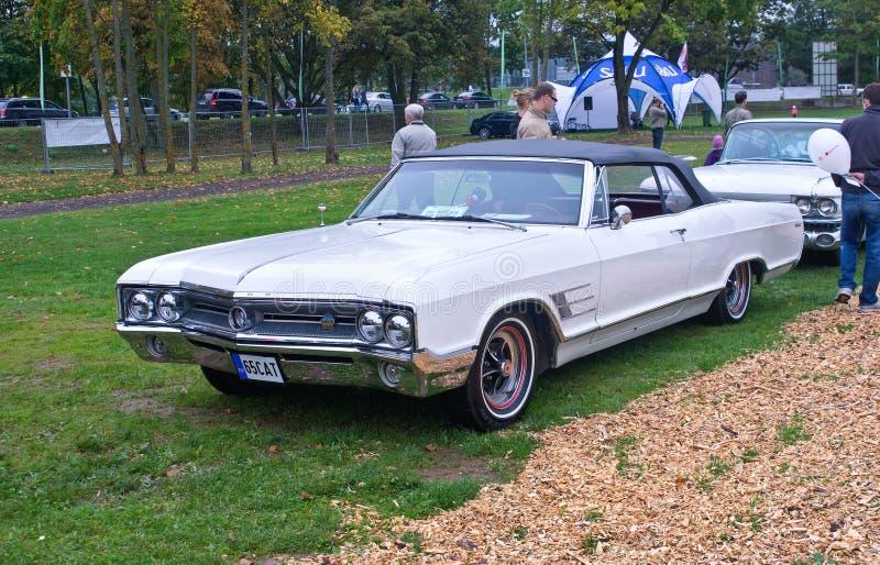 Buick svindel- cabriolet royaltyfria foton