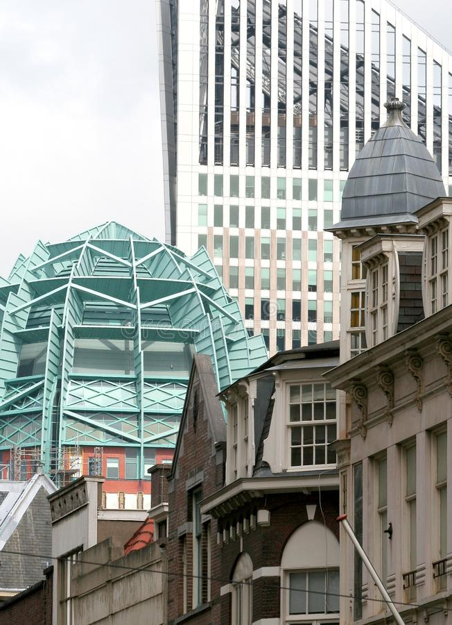 Buidlings ayant beaucoup d'étages et gratte-ciel images libres de droits
