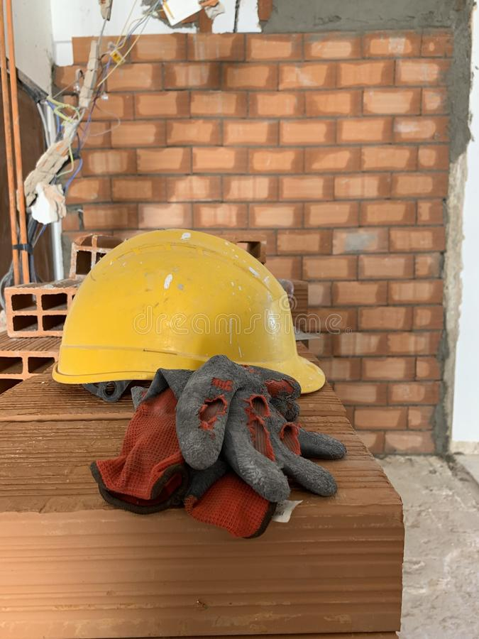 Free Builder Lays Red Brick At A Construction Site, Helmet, Pair Of Gloves And Spatula, Work Tools Stock Images - 149191204