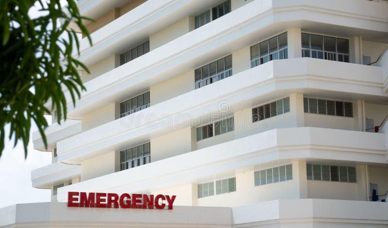 Buildingblanc moderne d'hôpital public, entrée de chambre de secours images libres de droits
