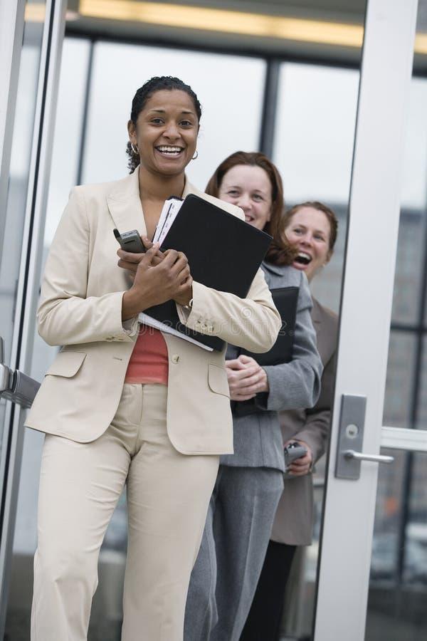 building businesswomen leaving office three στοκ εικόνα