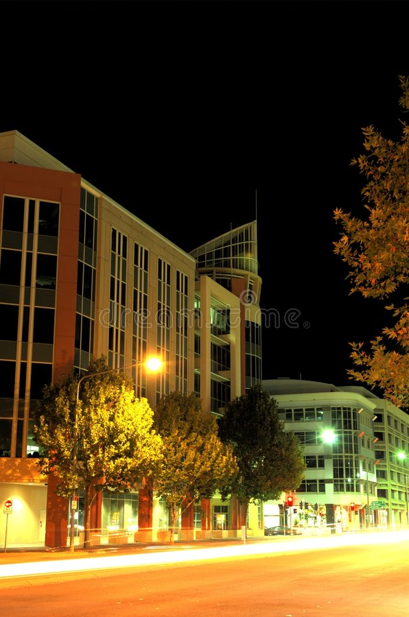 Download Building city στοκ εικόνα. εικόνα από νύχτα, πολύ, γυαλί - 94139