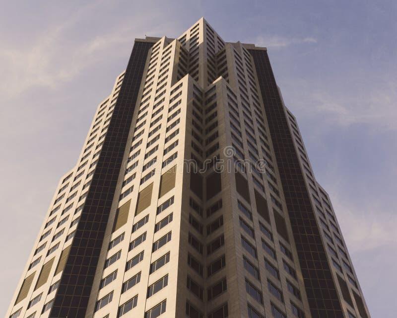 Building Located principal 801 na avenida grande em Des Moines, Iowa de baixo de foto de stock