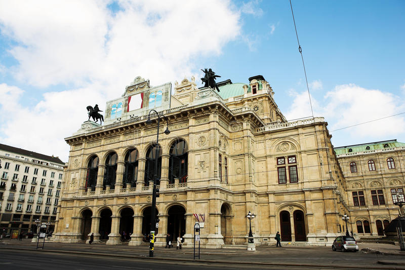 Download Building With Statues On Top In Vienna Stock Image - Image: 9904565