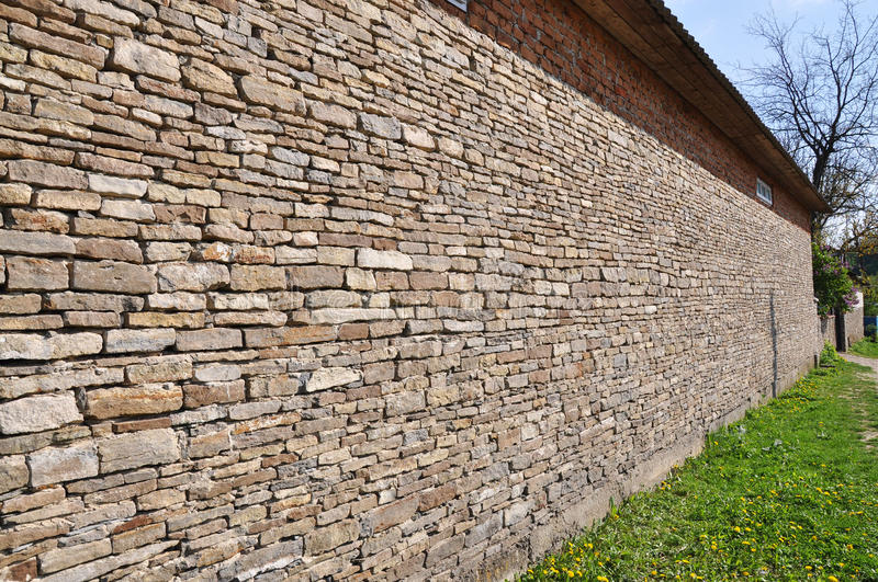 Natural Building Stones : Building walls with slabs of natural stone stock photo