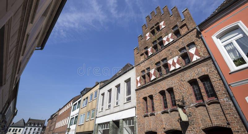 buildingd histórico kalkar del centro de ciudad de Alemania imagen de archivo