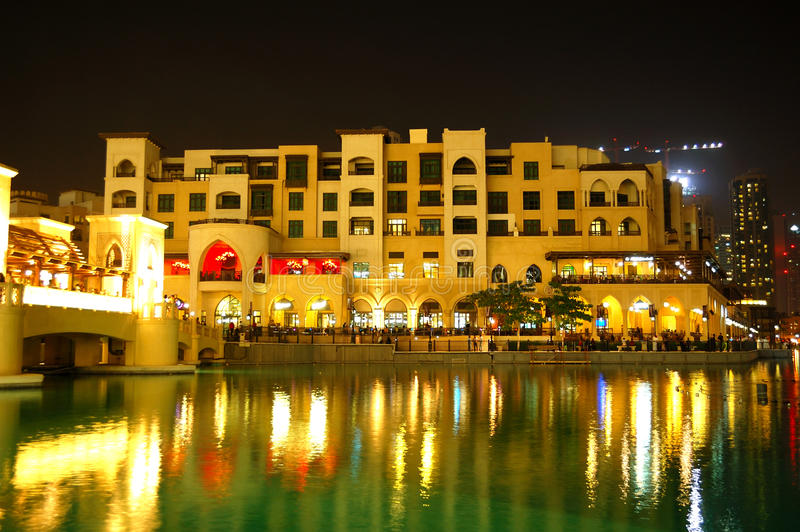 Download Buildings In Dubai Downtown And Man-made Lake Stock Photo - Image: 26500100