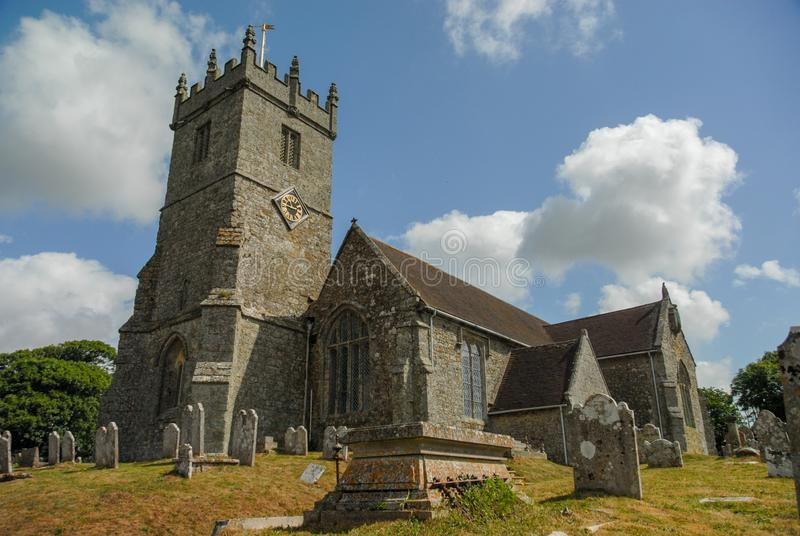 Builidng e cimitero della chiesa in Risonanza Regno Unito immagine stock libera da diritti