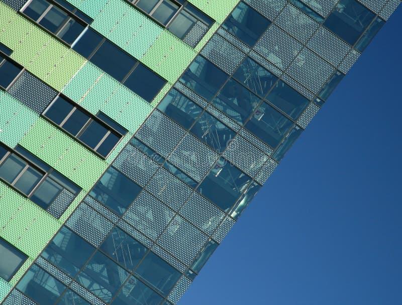 Download Builing Dell'azienda Di Energia Immagine Stock - Immagine di vetro, elettricità: 7310501