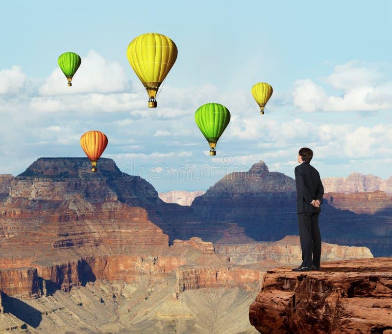Buisnessman που κοιτάζει στο αερόστατο στοκ εικόνες με δικαίωμα ελεύθερης χρήσης