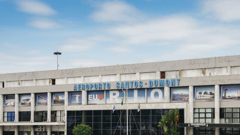 Buiten de aankomstterminal in Brazilië ` s Santos Dumont Airport, na een Braziliaanse luchtvaartpionier die wordt genoemd stock foto