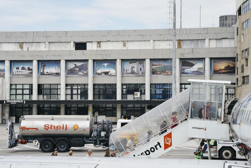 Buiten de aankomstterminal in Brazilië ` s Santos Dumont Airport, na een Braziliaanse luchtvaartpionier die wordt genoemd stock afbeeldingen