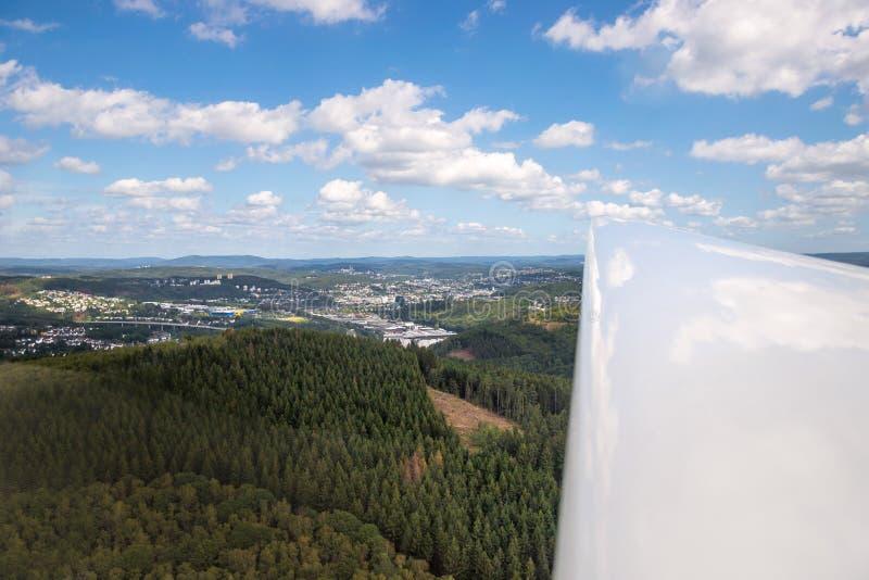 Buiten een zijaanzicht van het zeilvliegtuig royalty-vrije stock fotografie