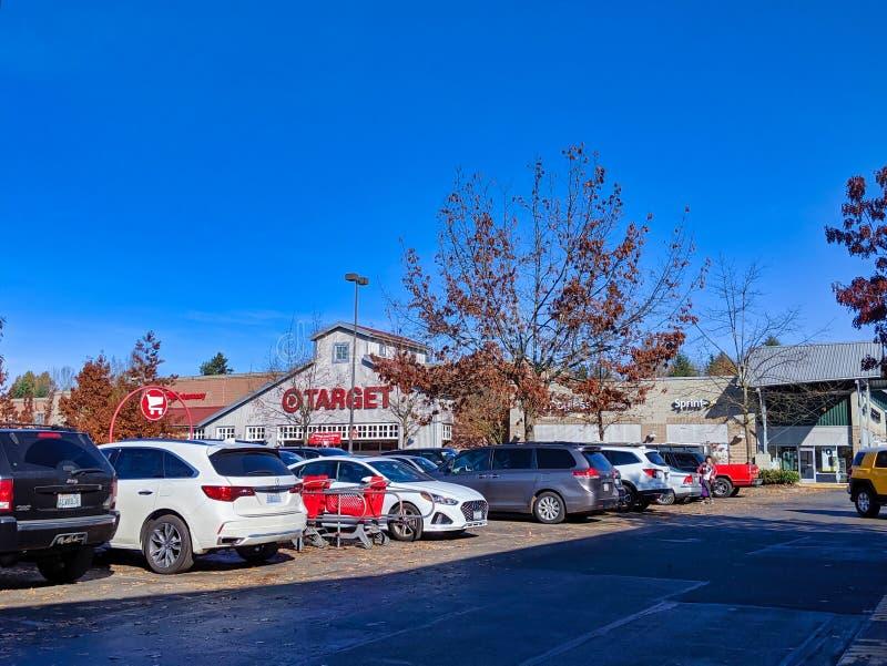 Buiten het doel van de grocery van het Doel en de opslag van huisgoed in Woodinville, WA stock afbeelding