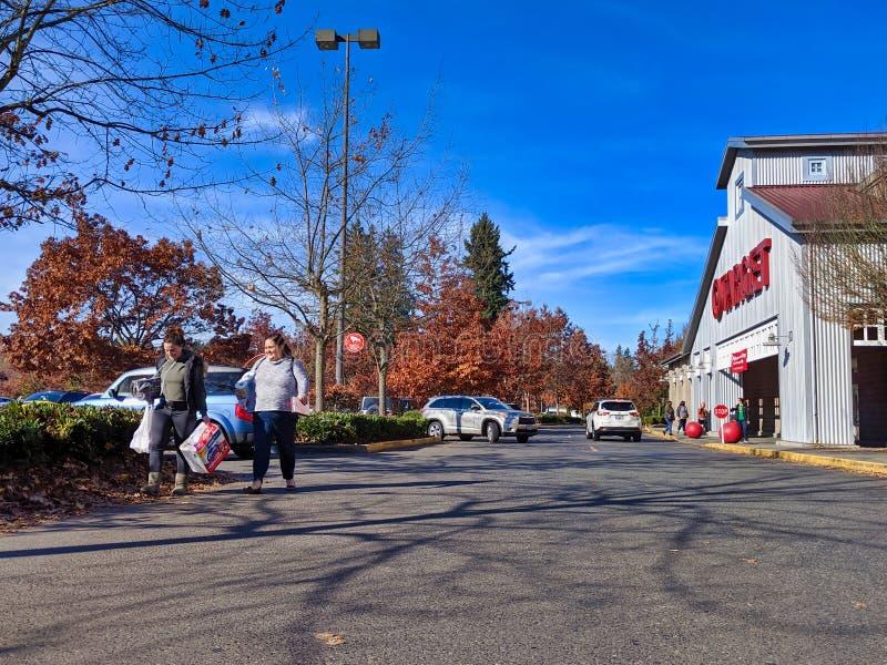 Buiten het doel van de grocery van het Doel en de opslag van huisgoed in Woodinville, WA stock foto