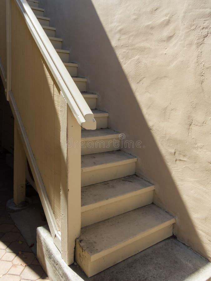 Buiten houten trap stock afbeeldingen