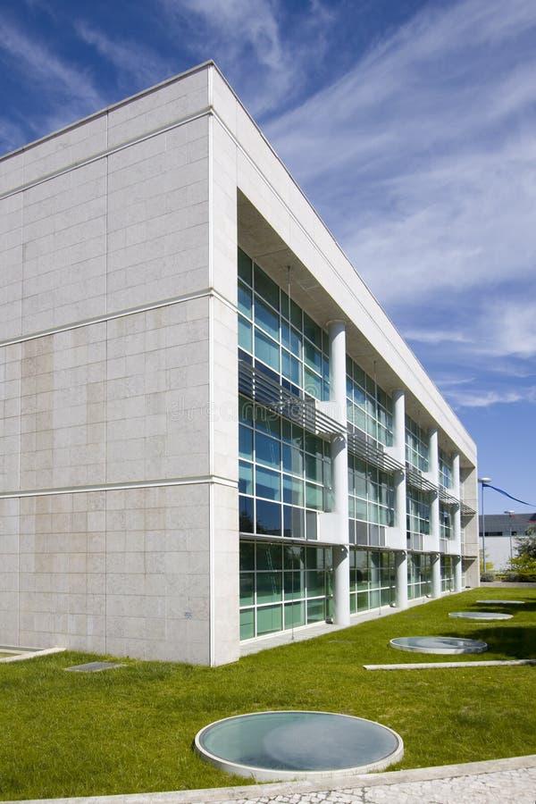 Buiten mening van gebouwen de van de binnenstad van het stadsbureau stock afbeelding