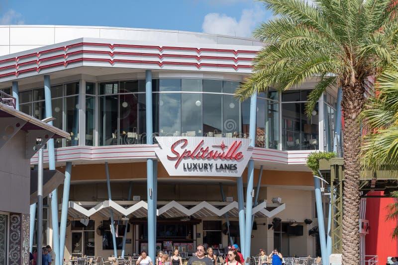 Buitenbeeld van de Splitsville-Luxestegen die winkelvoorzijde werpen stock foto