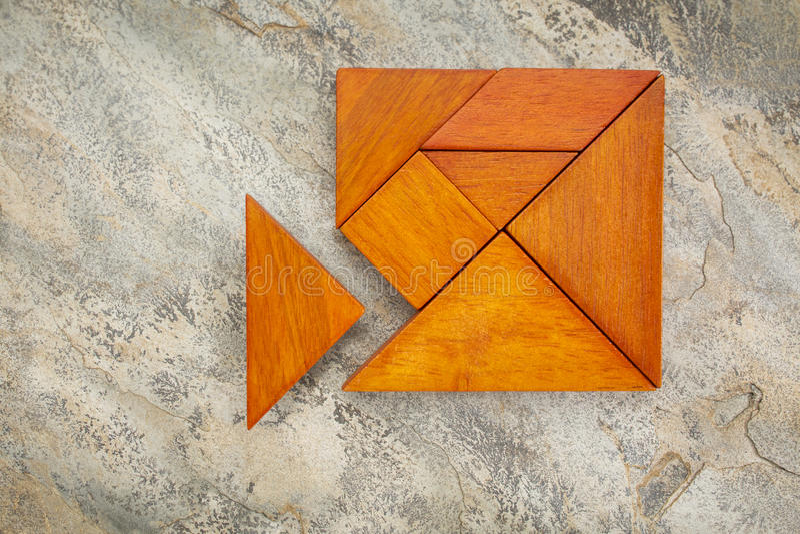 Buitenbeentjeconcept met tangram royalty-vrije stock afbeelding