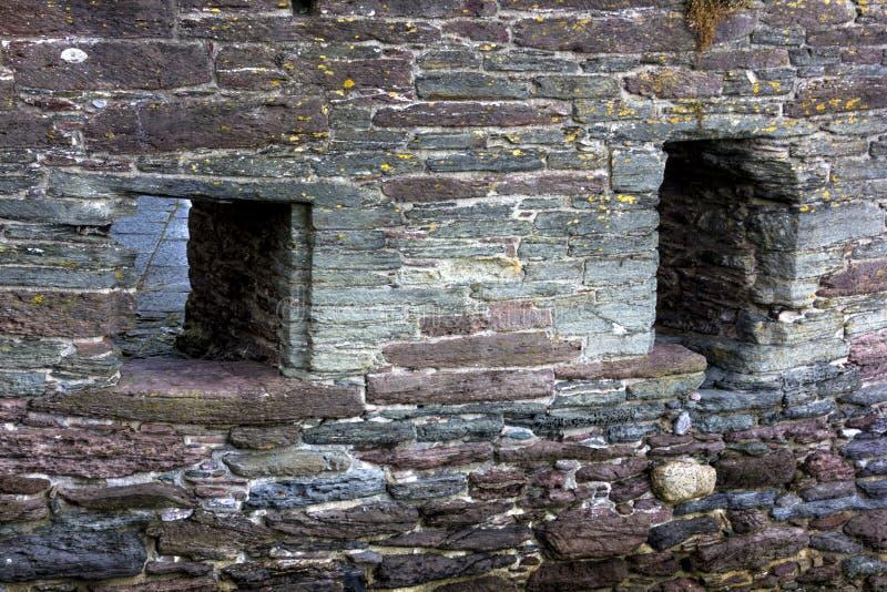 Buitenbouwdetail van Versterkte Muur en Kanonhavens bij Historisch Bayards-Inhamfort; Rivierpijltje, Dartmouth, Devon, Engeland royalty-vrije stock foto's