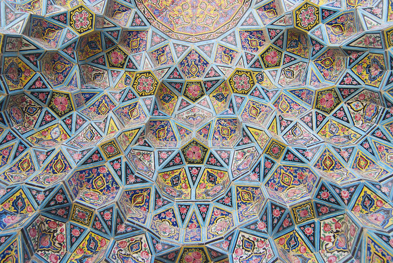 Buitendetail van de Nasir al-Mulk-moskee in Shiraz, Iran stock afbeeldingen