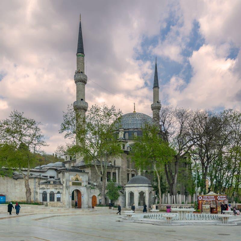 Buitendiedagschot van Eyup Sultan Mosque in het Eyup-district van Istanboel, Turkije buiten de stadsmuren wordt gesitueerd royalty-vrije stock foto's
