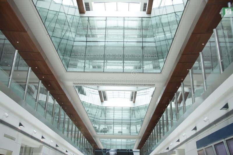 Buitengewoon binnenland van de Internationale Luchthaven van Doubai royalty-vrije stock foto's