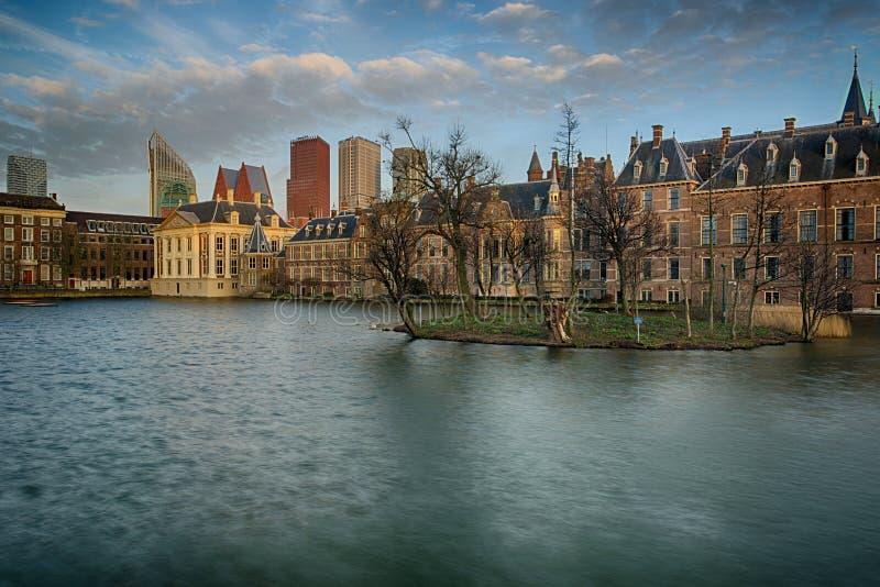 Buitenhof, Huizen van het Nederlandse Parlement in Den Haag stock fotografie