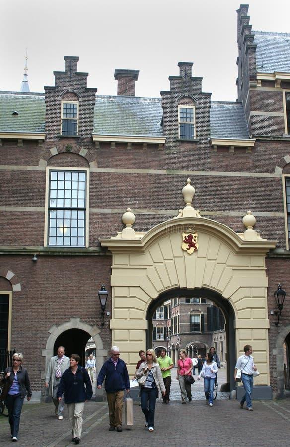 Buitenhof med sikt på den inre domstolen royaltyfria bilder