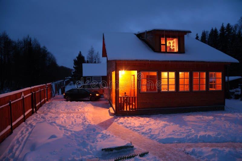 Buitenhuis in de winter royalty-vrije stock foto