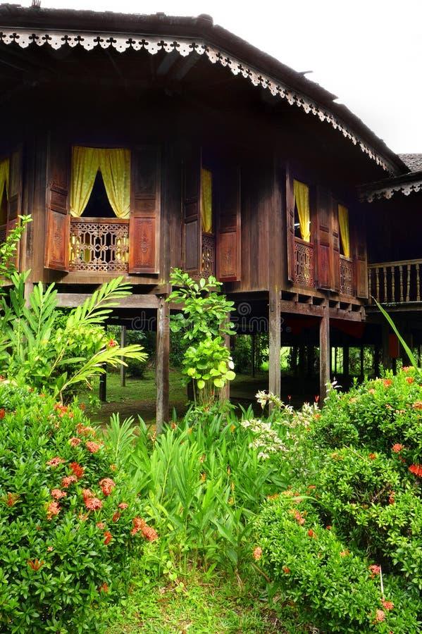 Buitenkant van antiek Etnisch Maleis huis stock foto