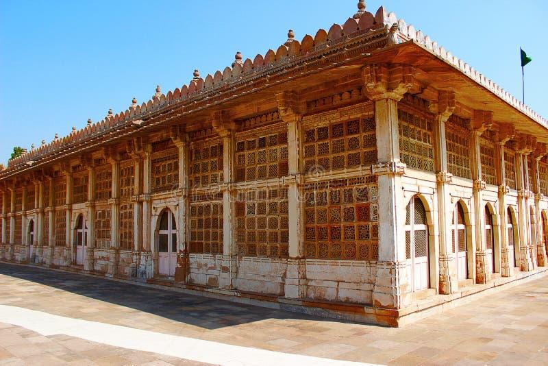 Buitenkant van de moskee van Sarkhej Roza in Ahmedabad, Gujarat royalty-vrije stock foto