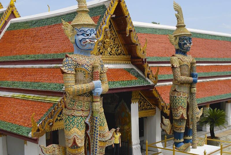 Buitenkant van de reuze daemons-wachten in Wat Phra Kaew complex in Bangkok, Thailand stock afbeelding