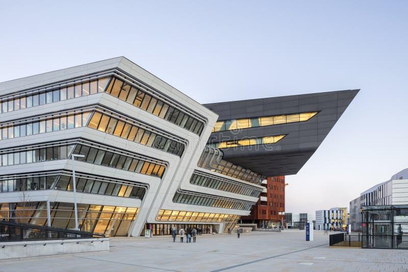 Buitenkant van de Universiteit van Wenen van Economie en Zaken royalty-vrije stock foto's
