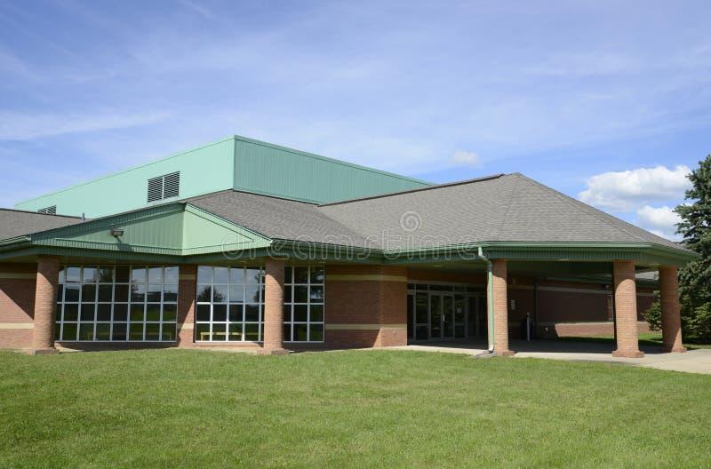 Buitenkant van een moderne basisschool stock afbeelding afbeelding 27388323 - Moderne buitenkant indeling ...
