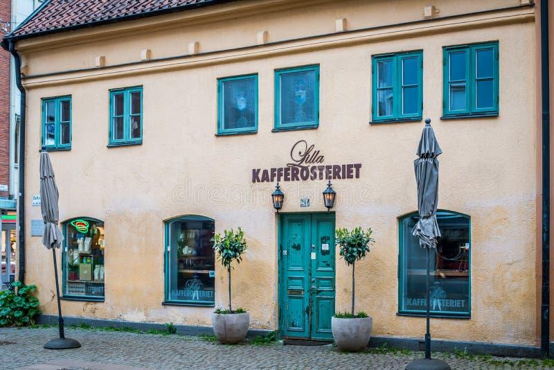 Buitenkant van een oude koffiewinkel in Malmoe, Zweden stock afbeeldingen