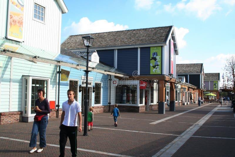 Buitenkant van het Afzet Winkelende Centrum Bataviastad stock fotografie