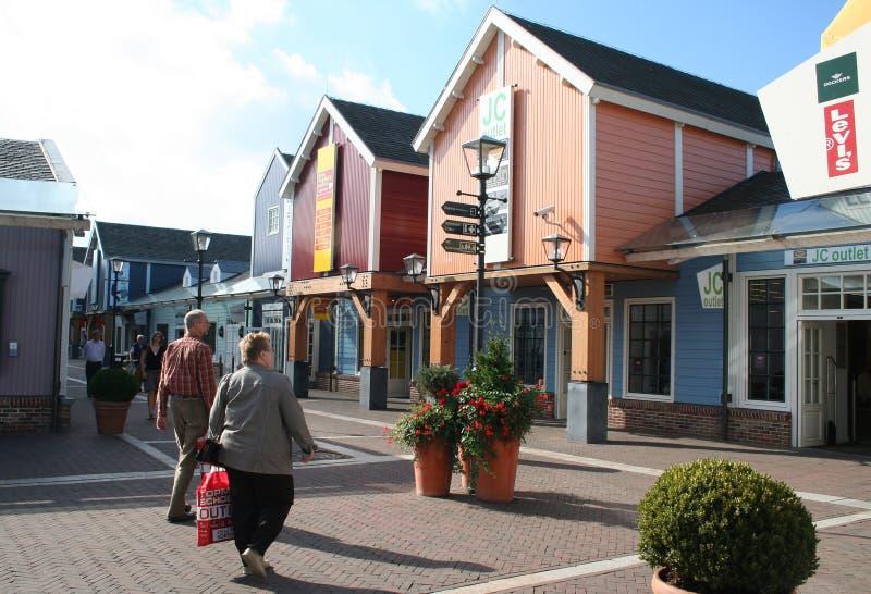 Buitenkant van het Afzet Winkelende Centrum Bataviastad stock afbeelding