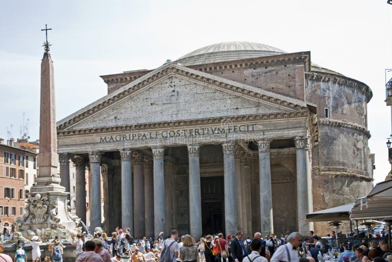 Buitenkant van Pantheon in Rome stock afbeeldingen