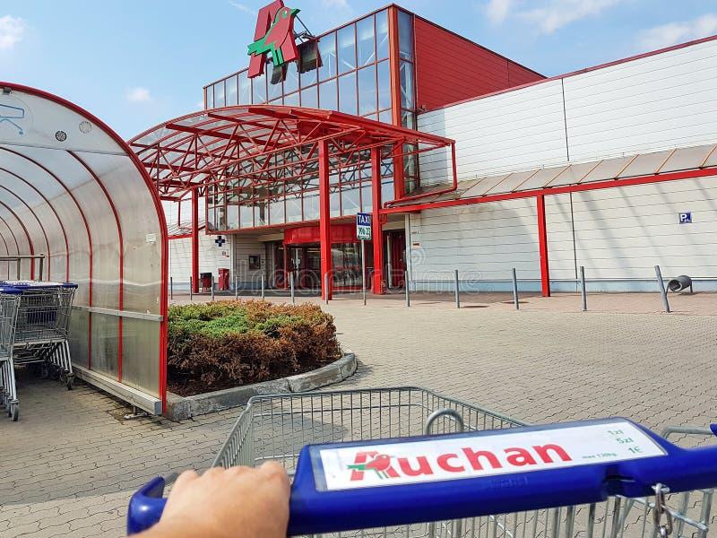 Buitenmening van Auchan-Hypermarket royalty-vrije stock foto