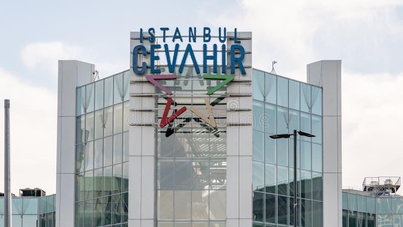 Buitenmening van Cevahir-Winkelcentrum, in Sisli-district van Istanboel, Turkije royalty-vrije stock foto's