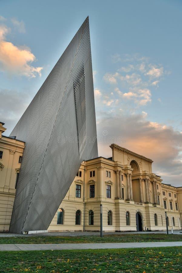 Buitenmening van het Militaire Geschiedenismuseum in Dresden, Duitsland royalty-vrije stock afbeeldingen