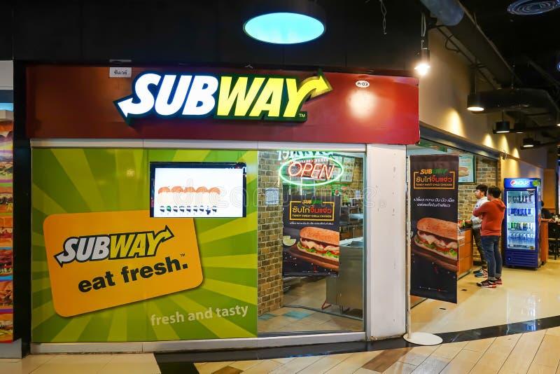 Buitenmening van Metrorestaurant in winkelcomplex in Bangkok, stock afbeeldingen