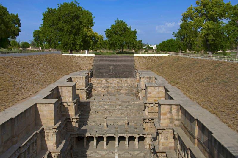 Buitenmening van Ranien ki vav, ingewikkeld geconstrueerd stepwell op de banken van Saraswati-Rivier Patan, Gujarat, India stock afbeeldingen