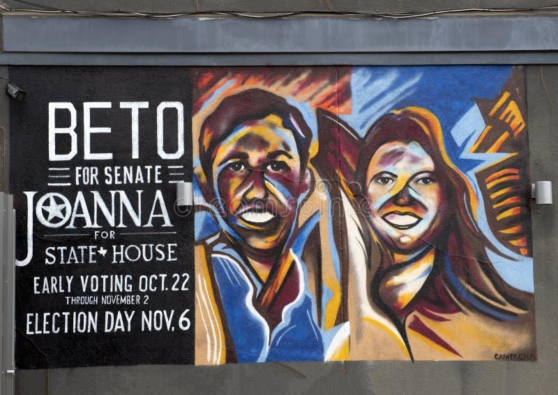 Buitenmuurmuurschildering door Frank Campagna die in Diepe Ellum, Texas politicans Beto O 'Rourke en Joanna Catttanach kenmerken royalty-vrije stock foto