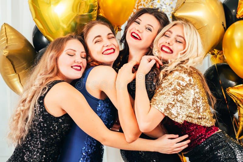 Buitensporige de vriendschapsmeisjes van de partij speciale gebeurtenis stock afbeeldingen