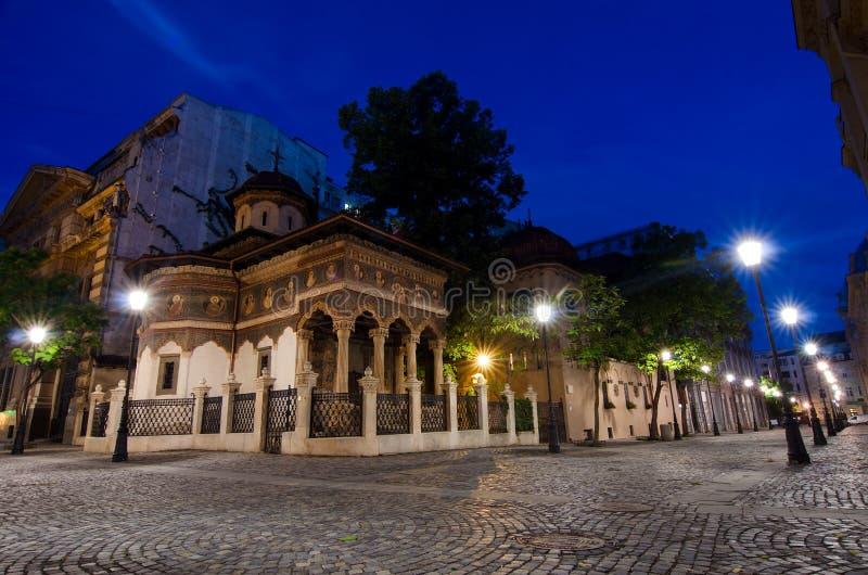 Bukarest bis zum Nacht - Stavropoleos-Kloster stockfotos