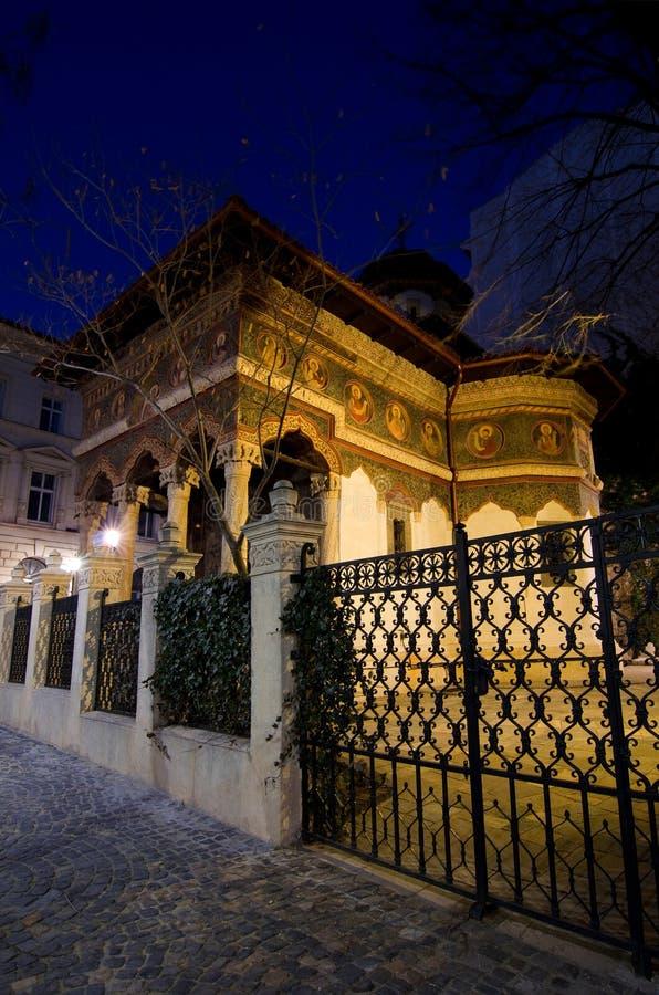 Bukarest bis zum Nacht - Stavropoleos-Kloster lizenzfreie stockfotografie