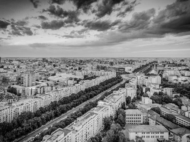 Bukarest, Rumänien - 22. Mai 2017: Bukarest-Stadtzentrumschwarzweiss-Versionsvogelperspektive stockfotografie