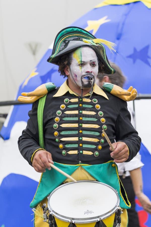 Bukarest, Rumänien - 29. Mai 2014: Cameleons-Trommeln Team Show der Ausführenden von Frankreich lizenzfreies stockbild
